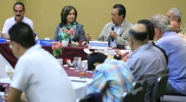 México mantiene a embajadora en Venezuela e insiste en diálogo